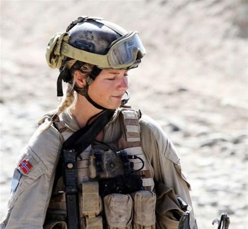 En Güzel Kadın Askerler galerisi resim 1