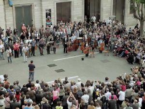 Sokakta Kurulan Dev Orkestra